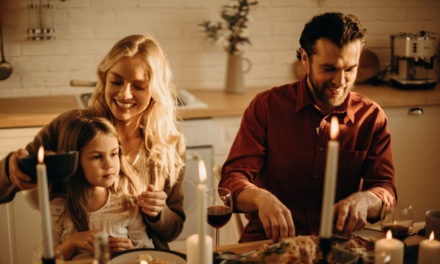 Indret din spisestue med en bænk omkring spisebordet